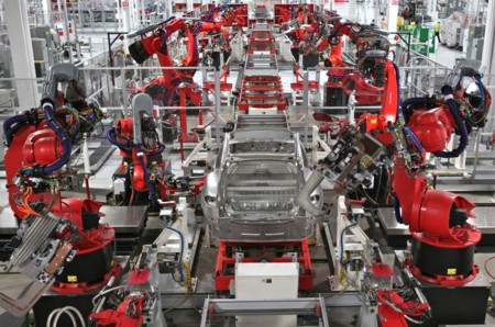 Echemos un vistazo a la fabricación del Tesla Model X en Fremont (vídeo)