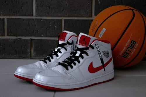 Chollos en tallas sueltas de zapatillas Nike, Vans o Adidas en Zapatos Mayka con un cupón de descuento del 10% adicional