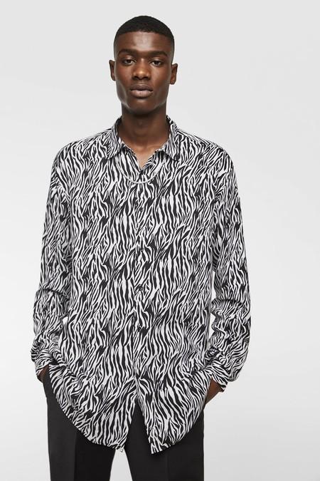 El Animal Print Es Tendencia Esta En Zara Y De Rebajas Para Sumarlo A Nuestro Outfit