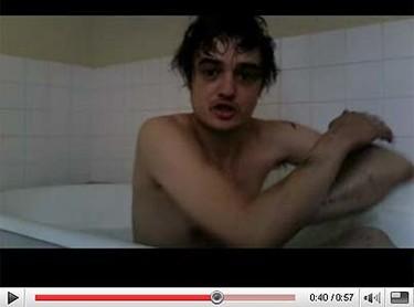 Pete Doherty en la bañera