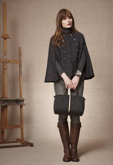 Abrigos capa, la nueva prenda de moda para protegerte del frío