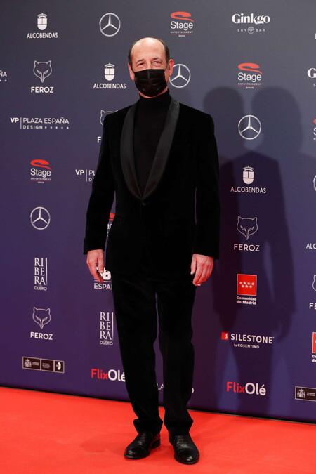 Mikel Laskurain Alfombra Roja Red Carpet Premios Feroz 2021 Trendencias Hombre 01