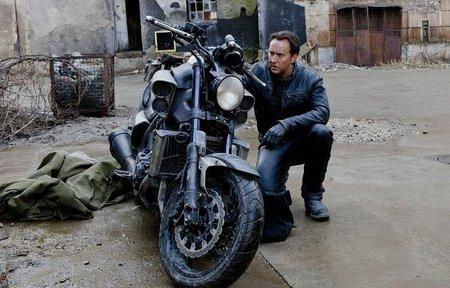 Nicolas Cage y su moto.