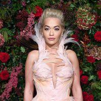 Convertida en reina de cuento de hadas, Rita Ora deslumbra con este vestido de Mugler