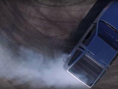 El DeLorean que hoy no te podías perder: eléctrico, autónomo y hace drifting