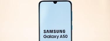 Samsung Galaxy A50, primeras impresiones: dosis de colores y espíritu juvenil para la llegada del 'notch' a Samsung