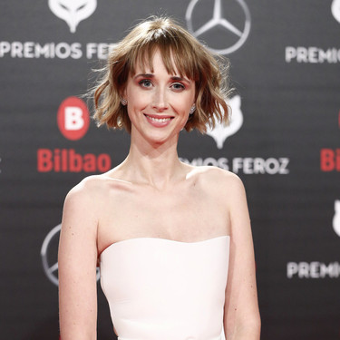 Premios Feroz 2019: Ingrid García-Jonsson sorprende con un Dior, blanco y de tul, para presentar la Gala