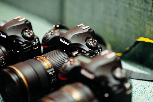 Estas son las ventajas de las cuerpos de cámara profesionales (más allá del sensor) y por qué merecen la pena
