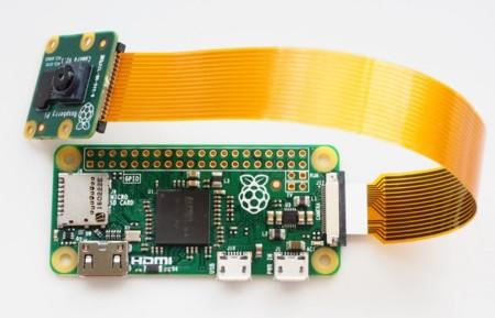 Que no te engañe el tamaño: a las Raspberry Pi Zero también les puedes conectar una cámara