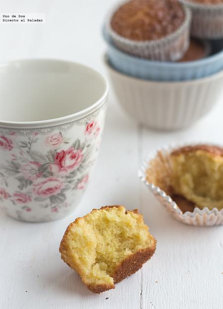 Magdalenas de naranja y almendra, receta para el desayuno o la merienda