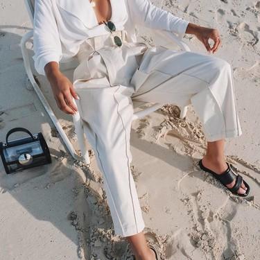 Impoluta y perfecta a todas horas. Estos 5 estilismos de color blanco van a ser tu perdición