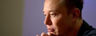 Del amor al odio: así es como Elon Musk ha declarado la guerra a la prensa