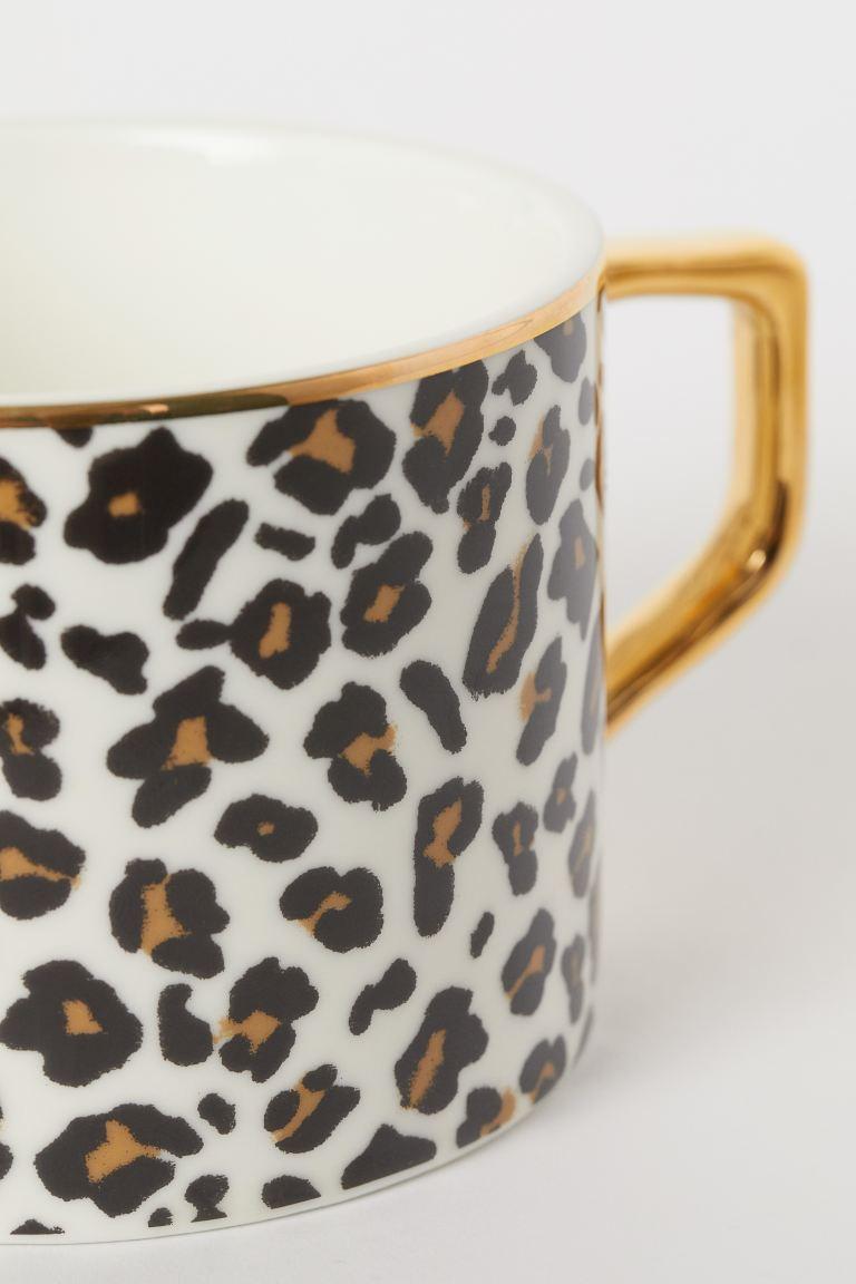 Taza de porcelana con estampado de leopardo