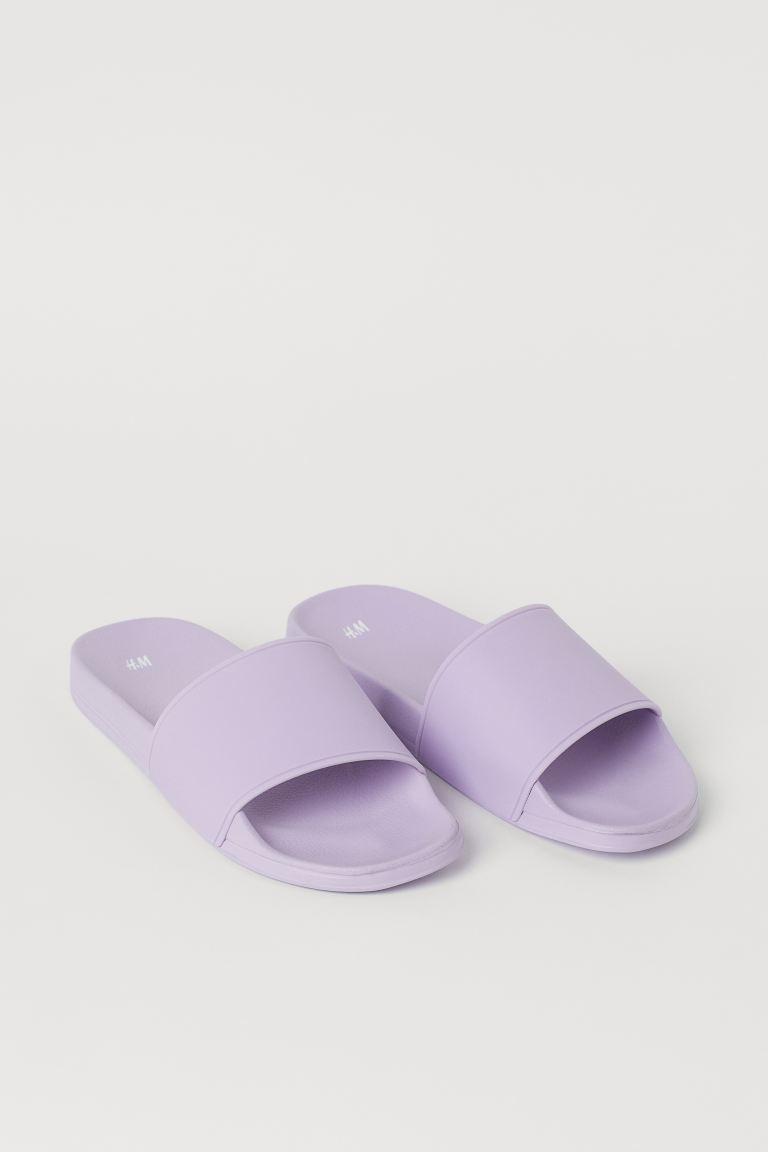 Sandalias tipo slide para la playa