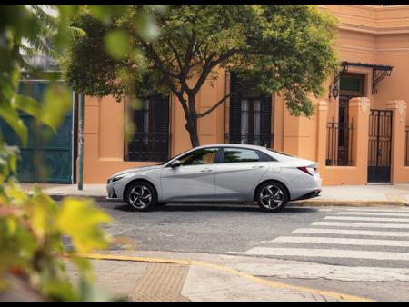 Hyundai Elantra 2022 4