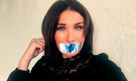 Una tuitera de extrema derecha se encadena a la puerta de Twitter porque la banearon