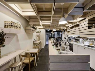 Hunters' Roots Café and Juice Bar, diseño inspirado en cajas de fruta