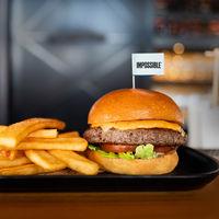 Las hamburguesas veganas están arrasando allá donde van. ¿El problema? No son muy saludables