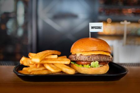 Las hamburguesas veganas están arrasando. El problema es que no son muy saludables