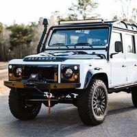 Land Rover Defender Old Fuji White by Osprey, un nuevo modelo restomod para desafiar la montaña