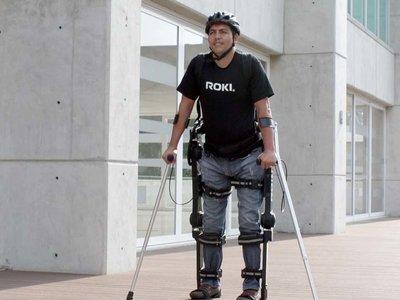 Roki, un exoesqueleto creado en México para ayudar a las personas a que puedan volver a caminar