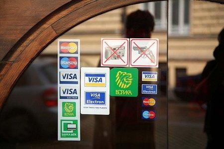 No se puede cobrar exceso por los pagos con tarjeta, pero...
