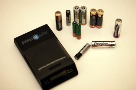 Cargador de todo tipo de pilas Powersafer BC, lo hemos probado