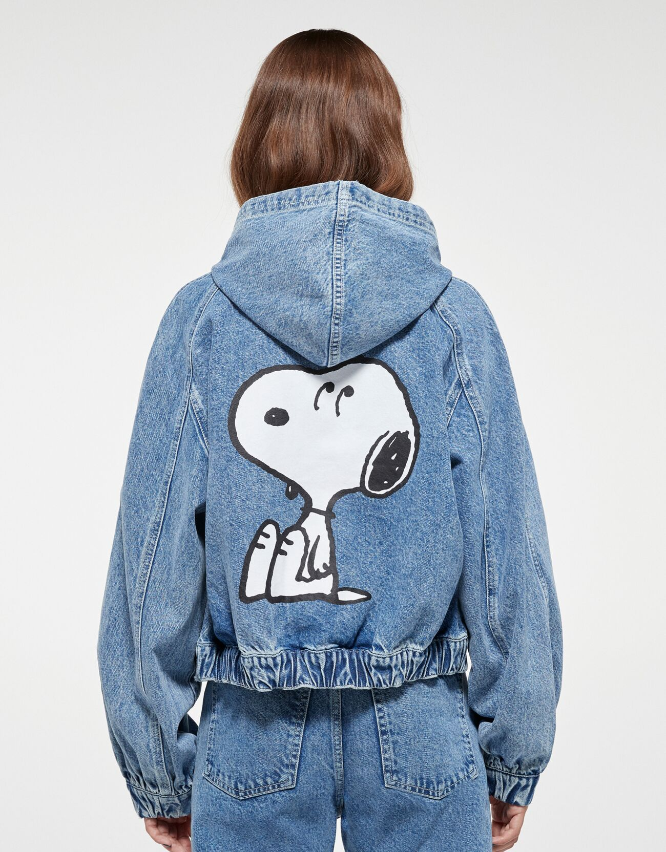 Cazadora Snoopy denim.