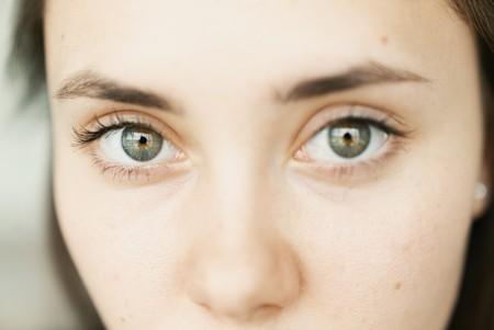 Por fin podrás mirar a los ojos y no a la cámara en una videollamada: FaceTime corrige en tiempo real la posición de las pupilas