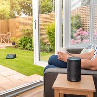 Guía de compra de domótica para el verano: 21 enchufes, iluminación, cámaras, robots inteligentes para el jardín