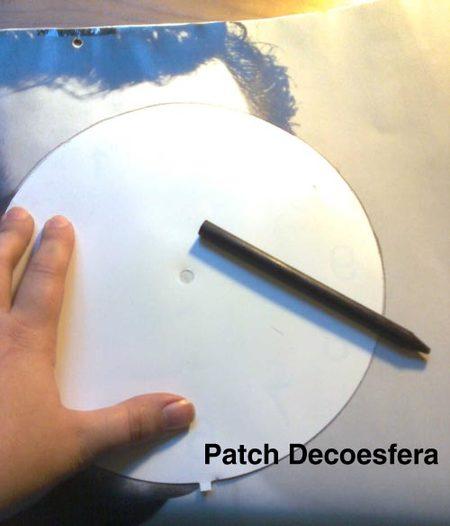 Usamos como fondo el papel que venía con el reloj.