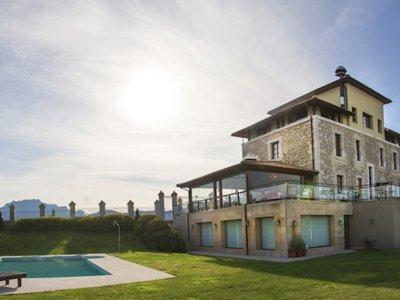 Relax y desconexión con vistas al mar en el Hotel Villadesella en Asturias