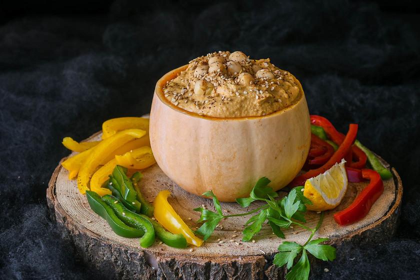 Cómo hacer hummus de calabaza para un picoteo en Halloween (o cualquier otra época del año)