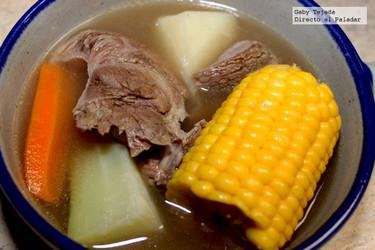 Receta para el frío: Caldo de res con todo el sabor de antaño