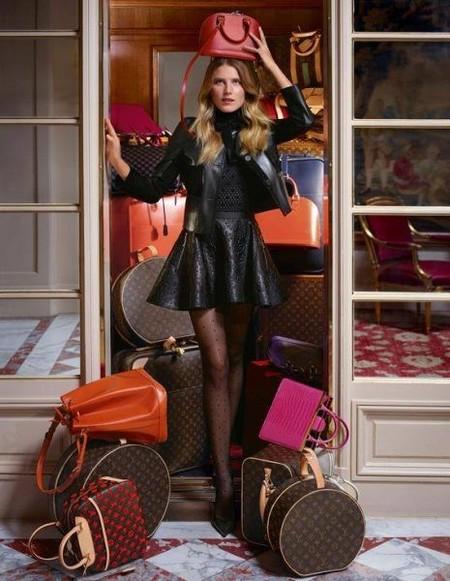 Dree Hemingway en el Hotel Crillon de París con la nueva colección de calzado Louis Vuitton
