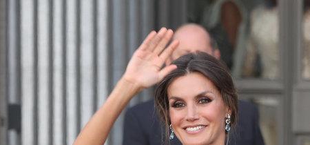 Si os encantó (tanto como a nosotras) el último recogido de la reina Letizia, os damos  las claves para copiarlo