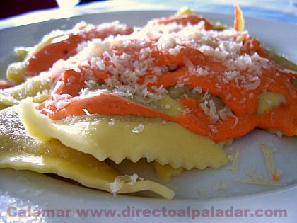 Ravioli de bacalao con salsa de pimientos. Receta