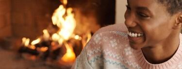 Oysho lanza la colección de jerséis navideños más bonitos hasta la fecha para lucir en casa o en la calle (todo vale)