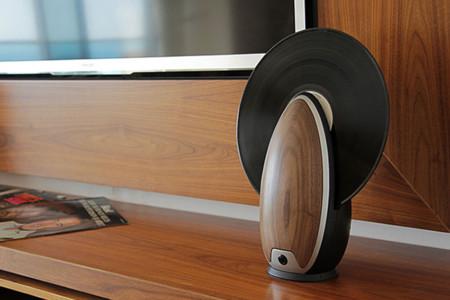 Tocadiscos vertical, la combinación de lo retro y lo futurista