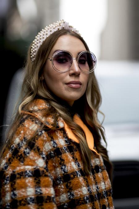 Las diademas de perlas se vuelven tendencia. 11 modelos para sumar a nuestros looks este otoño