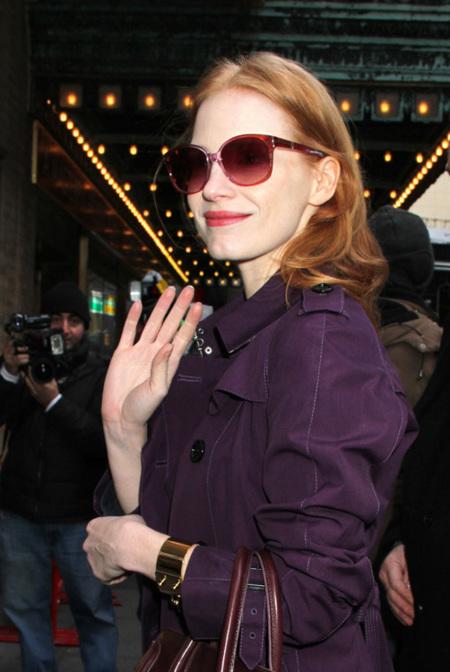 Jessica Chastain está cansada del burdeos, prefiere el color berenjena. Y ella manda