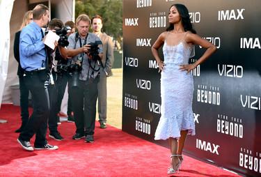 Zoe Saldana demuestra a todos que lucir un vestido de La Sirenita puede ser todo un acierto