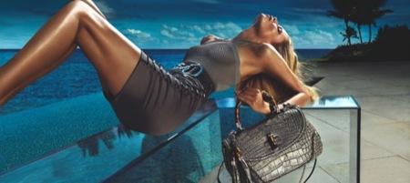 Gucci, campaña Primavera-Verano 2010 con Natasha Poly: no apta para el frío, bolso