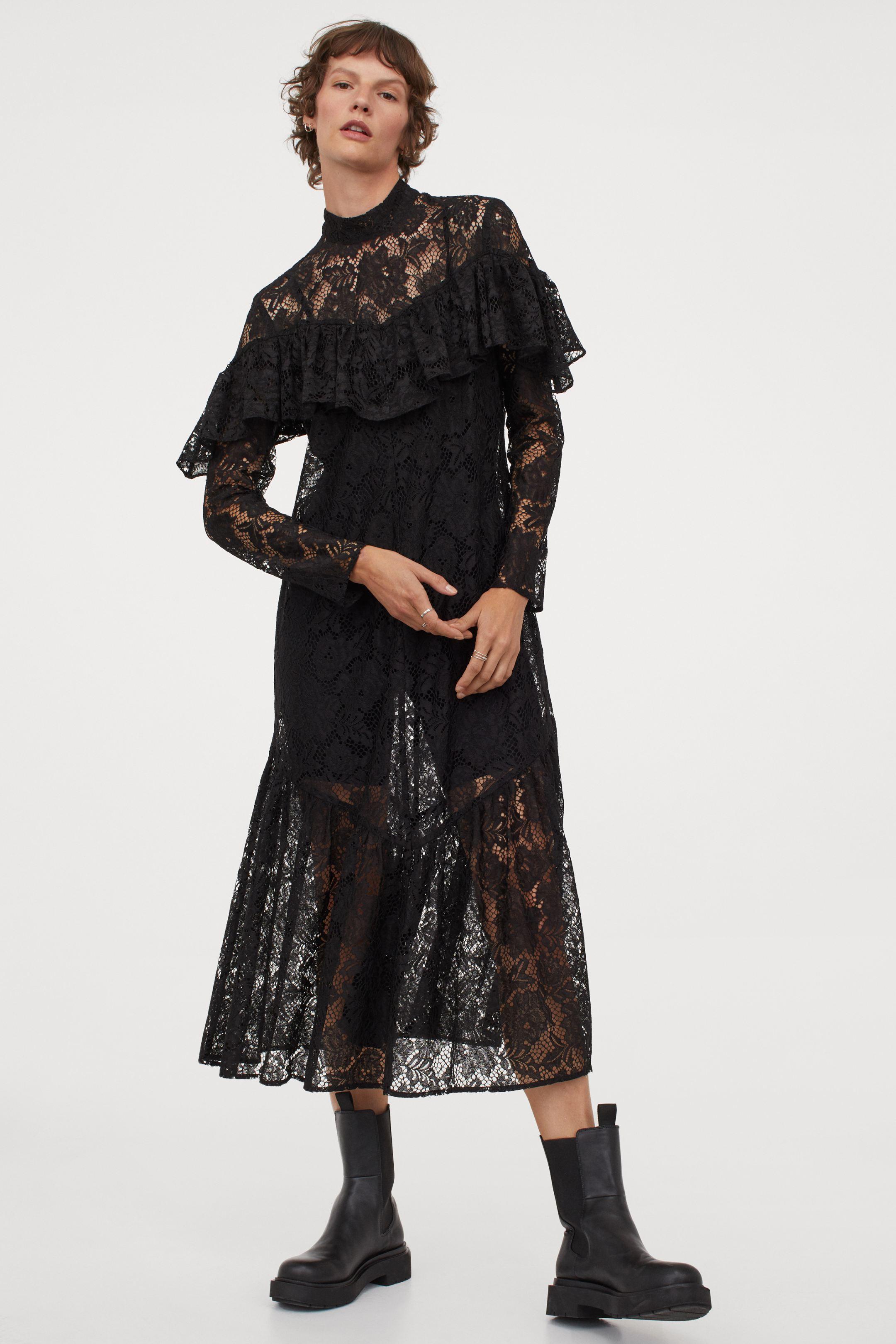 Vestido negro de encaje con detalle de volantes