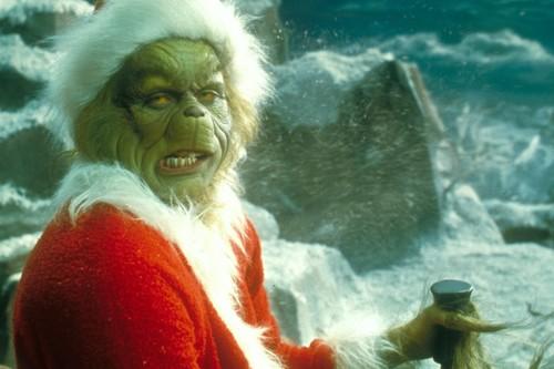 'El Grinch', la demencial versión de Jim Carrey demuestra que pueden contarse historias navideñas sin recurrir a dibujos animados