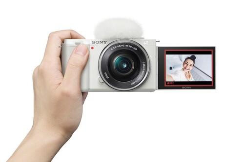 Sony ZV-E10 quiere ser la cámara definitiva para youtubers y streamers: sensor APS-C, lentes intercambiables y funciones de la ZV-1