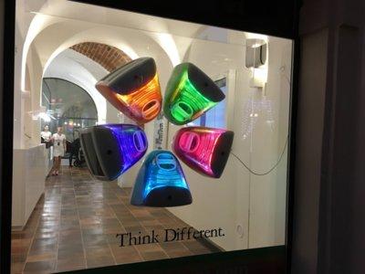 El nuevo museo de Apple en Praga muestra la colección privada más grande de productos de la marca