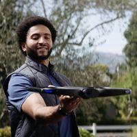 Este drone de 2.000 dólares puede volar sólo, pero también puedes controlarlo con tu Apple Watch