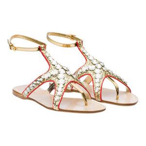 Sandalias planas Miu Miu con glitter y pedrería, un empeine triunfante. Verano 2012