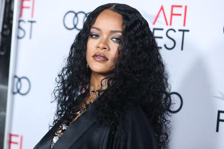 La Celebridad Rihanna Apuesta Por La Manicura De Carey